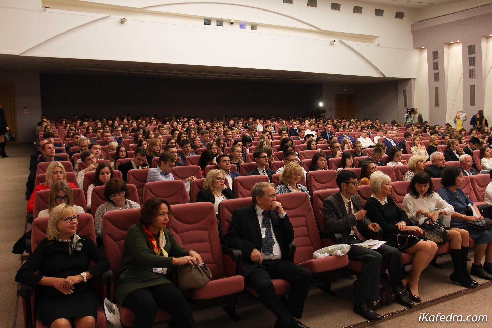 Фото 1 д с стребков, академик ран, выступает на открытии конференции